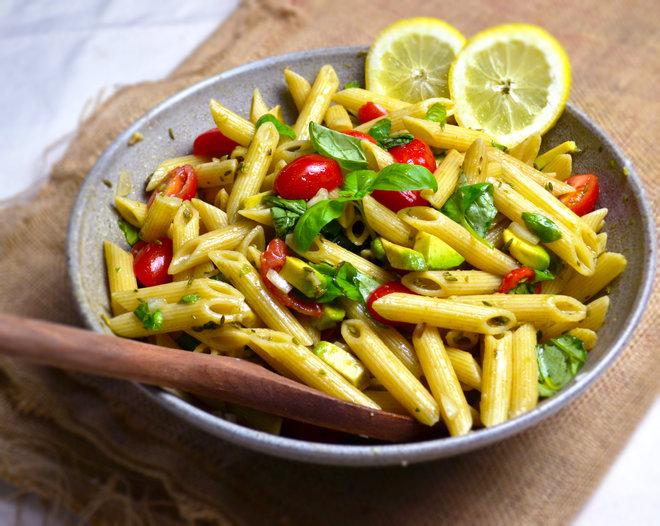 insalata di pasta con avocado ricette vegan natureat